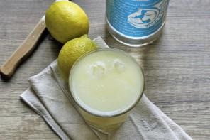 Zitronenlimonade aus dem Mixer
